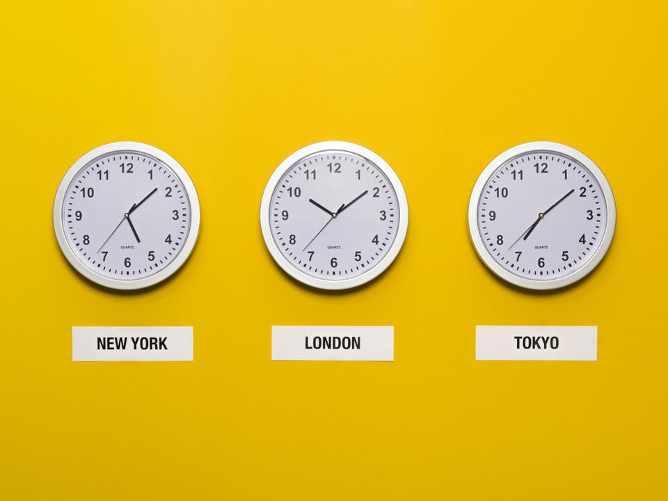 Vægure som verdens ur