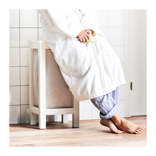 Vasketøjskurv som skammel